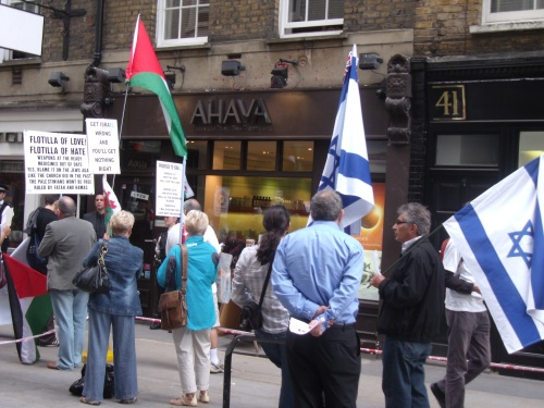 small pro-Israel counter-demo.