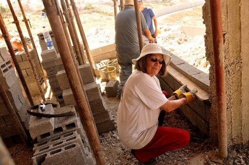 Clare Short helping to rebuild a demolished Palestinian house in east Jerusalem in summer 2010 (clareshort.co.uk)