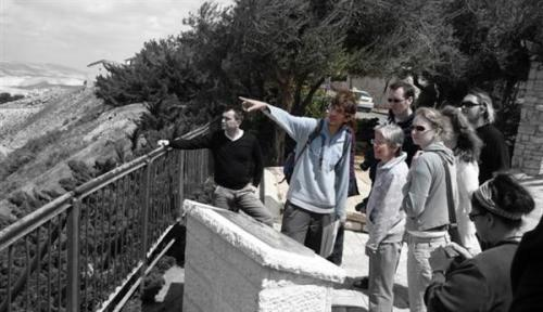 Rotem Mor in action giving one of his many tours of Israel (jerusalemrealitytours.com)