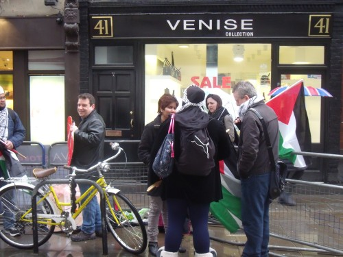 More anti-Zionists turn up.