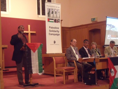 Daud Abdullah being listened to by Arthur Goodman, the West London PSC Chairman, Linda Ramsden, Stephen Sizer.