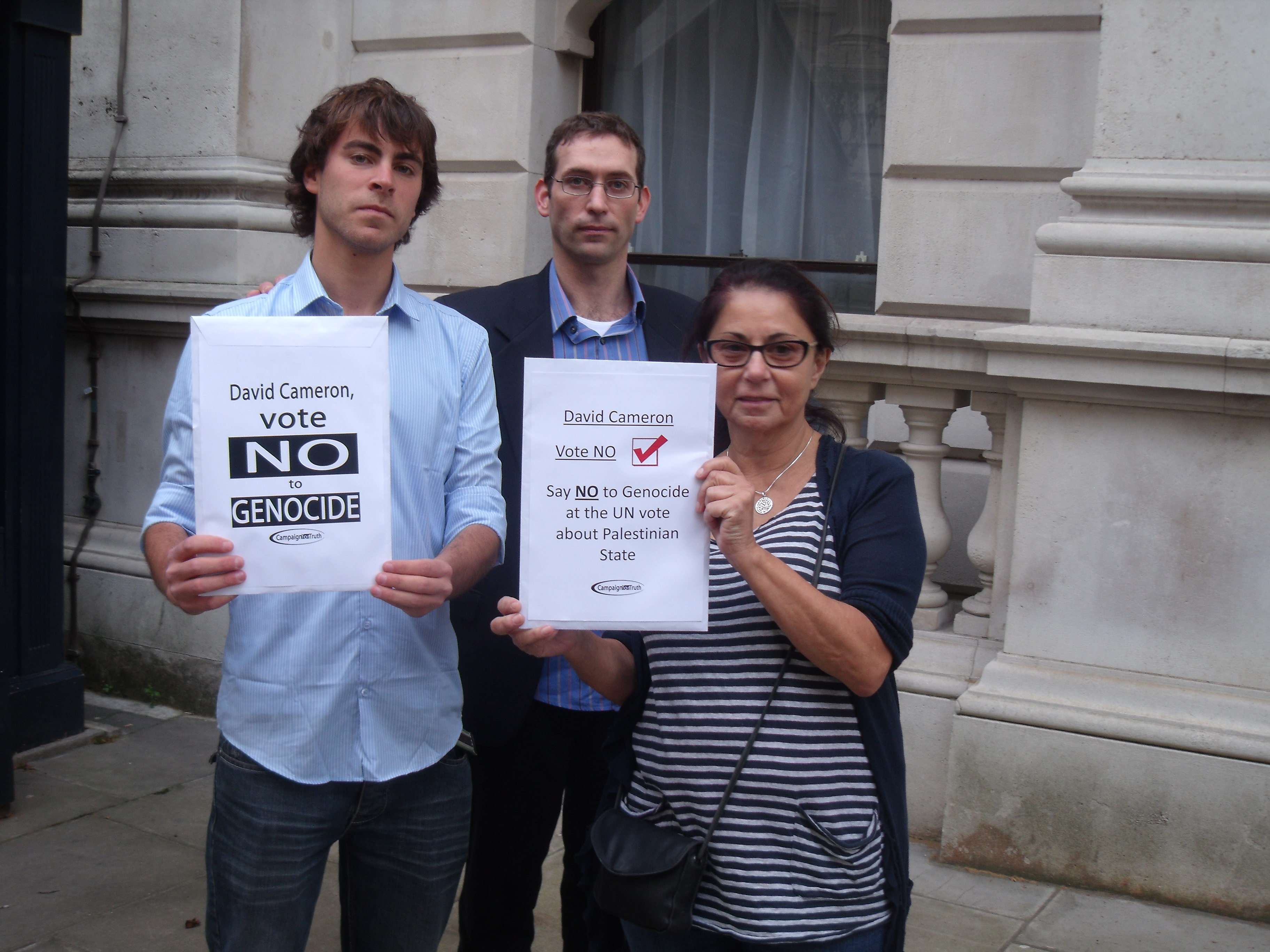 Uk muslims press for peace at 10 downing street - Roy Benjamin And Sharon Of C4t On Downing Street