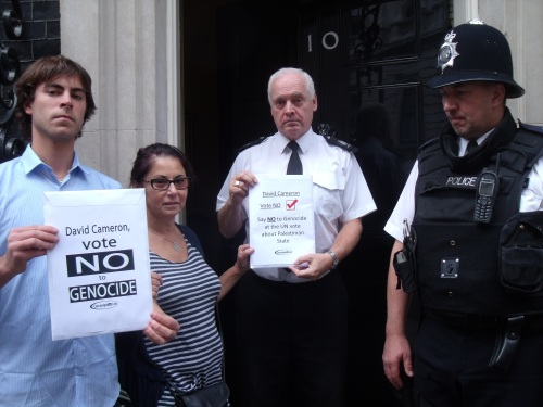 Campaign for Truth team hands in letter and document to Number 10.