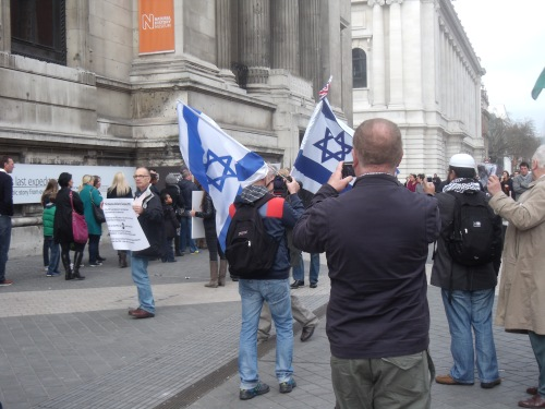 A small pro-Israel presence outside Natural History Museum - 10 March