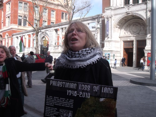 Face of hate against Israel's existence outside Natural History Museum - 10 March