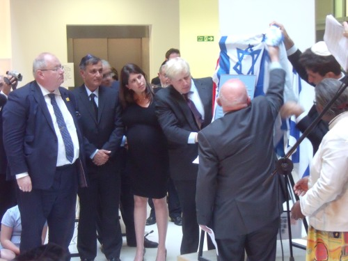 Boris Johnson unveiling the plaque yesterday.