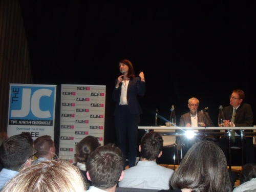Liz Kendall gives her closing appeal to become Labour leader as Corbyn and Jonathan Freedland (chairing) listen